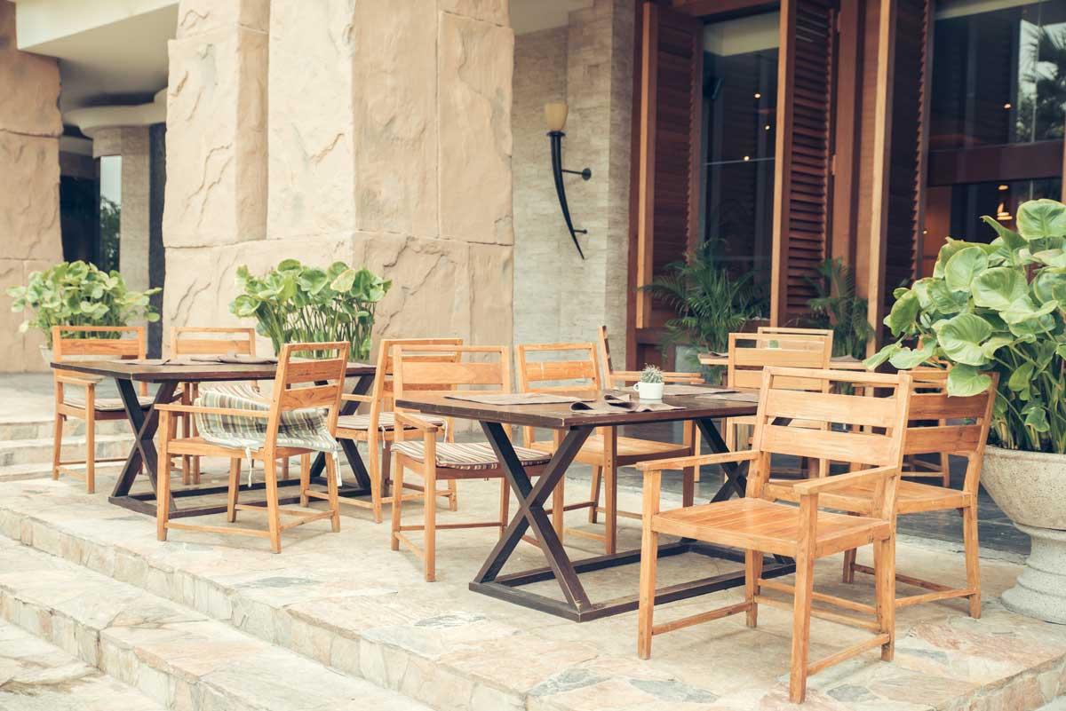 Beneficios de los muebles de madera frente a los de plástico