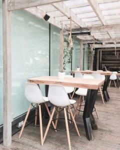 Muebles de hostelería madera y plástico