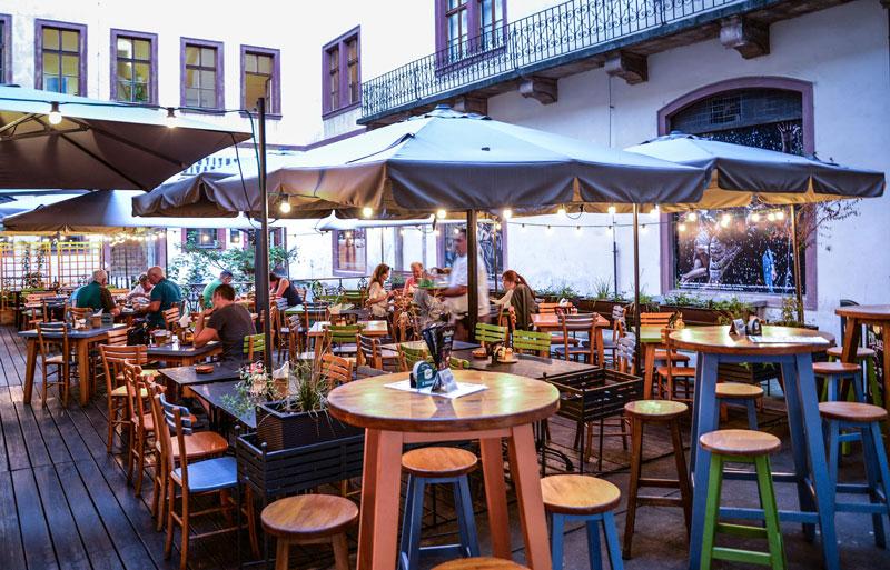 Llega el buen tiempo: elegir mobiliario de hostelería de terrazas