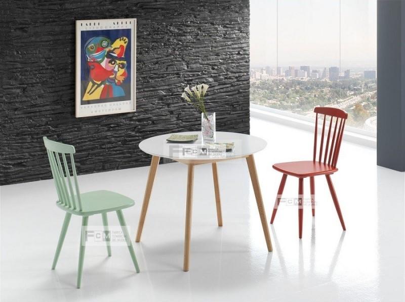 dos mesas y una silla estilo minimalista